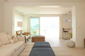 Online design Transitional Living Room by Renata B. thumbnail