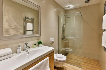 Online design Contemporary Bathroom by Andrej R. thumbnail
