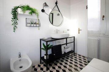 Online design Contemporary Bathroom by Elisabetta R. thumbnail