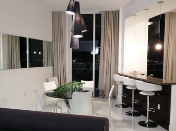 Online design Modern Dining Room by Renata B. thumbnail