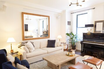 Online design Modern Living Room by Samantha T. thumbnail
