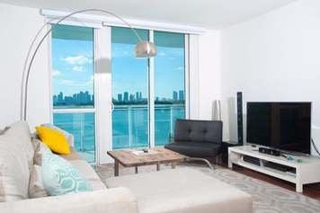 Online design Contemporary Living Room by Sara L. thumbnail