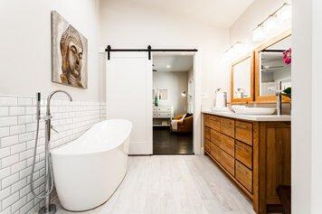 Online design Modern Bathroom by Jessica A. thumbnail