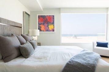 Online design Contemporary Bedroom by Jordan S. thumbnail