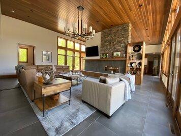 Online design Modern Living Room by Amanda K. thumbnail