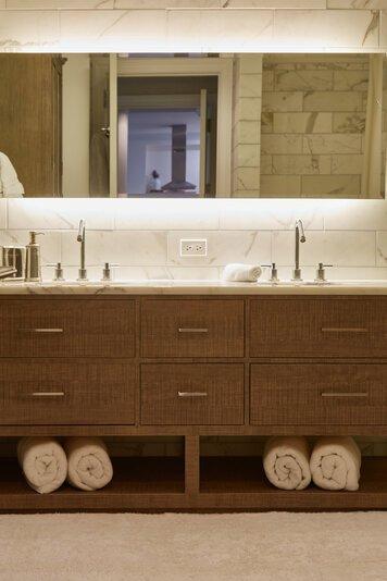 Online design Modern Bathroom by Samantha T. thumbnail