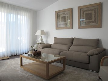 Online design Traditional Living Room by Marisa G. thumbnail