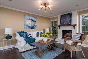 Online design Beach Living Room by Alissa A. thumbnail
