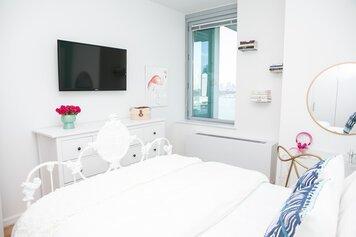 Online design Modern Bedroom by Lindsay B. thumbnail