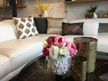Online design Modern Living Room by Krystyna A. thumbnail