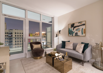 Online design Glamorous Living Room by Nazeli I. thumbnail