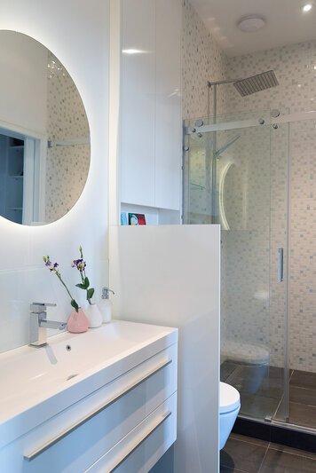 Online design Modern Bathroom by Jacinta l. thumbnail