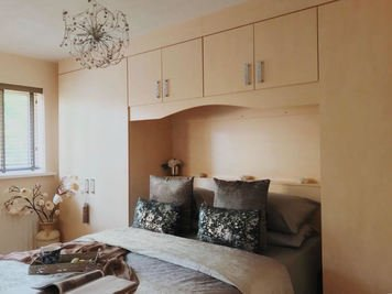 Online design Modern Bedroom by Aamirah P. thumbnail