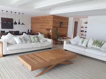 Online design Contemporary Living Room by Monica F. thumbnail
