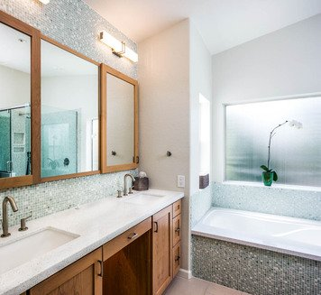 Online design Modern Bathroom by Emily E. thumbnail