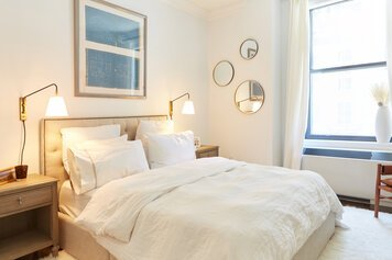 Online design Modern Bedroom by Samantha T. thumbnail
