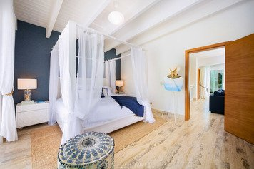 Online design Beach Bedroom by Taize M. thumbnail