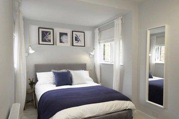 Online design Modern Bedroom by Tamna E. thumbnail