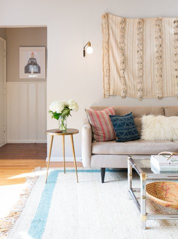 Online design Eclectic Living Room by Gwendolyn G. thumbnail