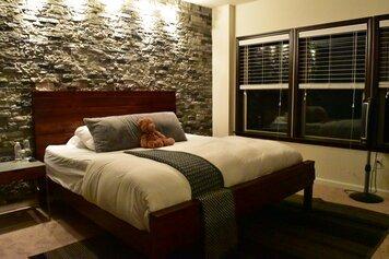 Online design Contemporary Bedroom by Soniya M. thumbnail