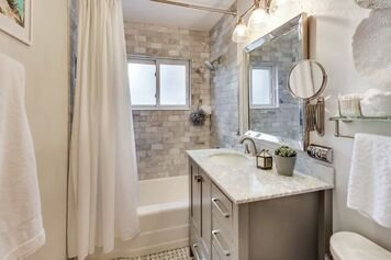 Online design Transitional Bathroom by Kimberly J. thumbnail