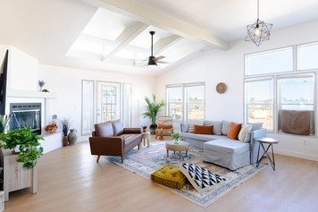 Online design Eclectic Living Room by Emily P. thumbnail