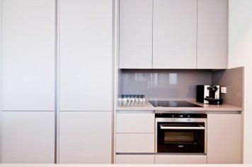 Online design Modern Kitchen by Henrika T. thumbnail