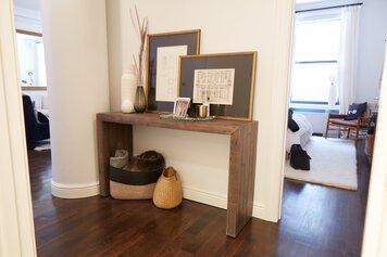 Online design Modern Hallway/Entry by Samantha T. thumbnail