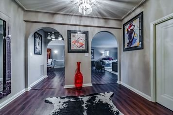 Online design Modern Hallway/Entry by Amy F.  thumbnail