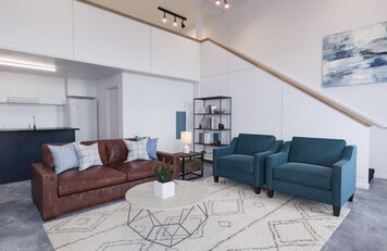 Online design Modern Living Room by Holly M. thumbnail