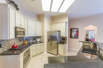 Online design Transitional Kitchen by Lacie H. thumbnail