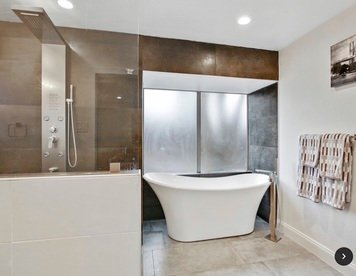 Online design Modern Bathroom by Holly M. thumbnail