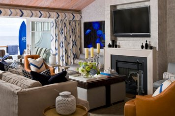 Online design Traditional Living Room by Cynthia T. thumbnail