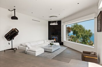 Online design Contemporary Living Room by Kristin G. thumbnail