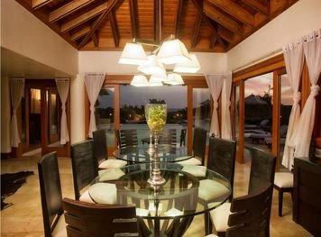 Online design Contemporary Dining Room by Amelia R. thumbnail