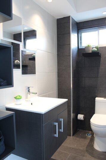 Online design Contemporary Bathroom by Jatnna M. thumbnail