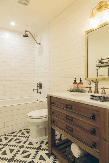 Online design Eclectic Bathroom by Sara S. thumbnail