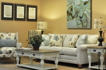 Online design Traditional Living Room by Michelle C thumbnail