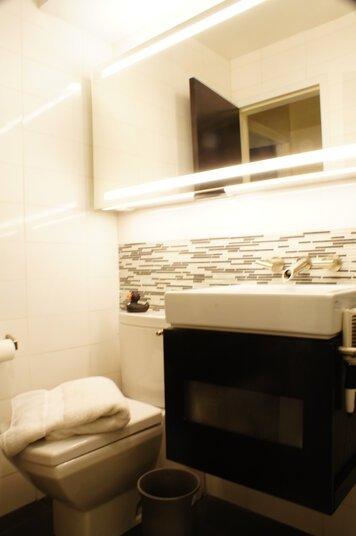 Online design Modern Bathroom by Renata G. thumbnail