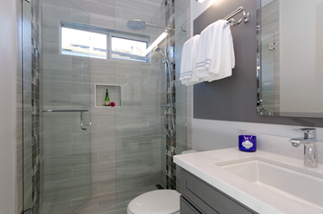 Online design Modern Bathroom by Anny T. thumbnail
