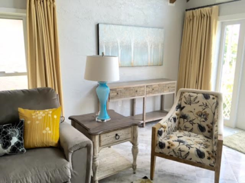 Online design Transitional Living Room by Jeseline T. thumbnail