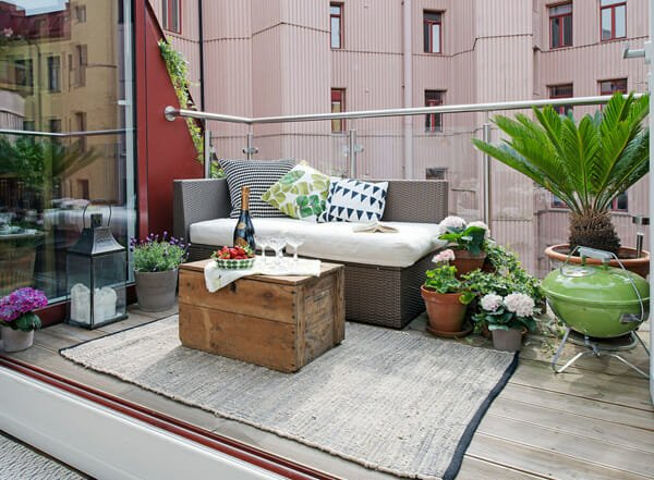 Small-Patio-Decorating-11-1-Kindesign