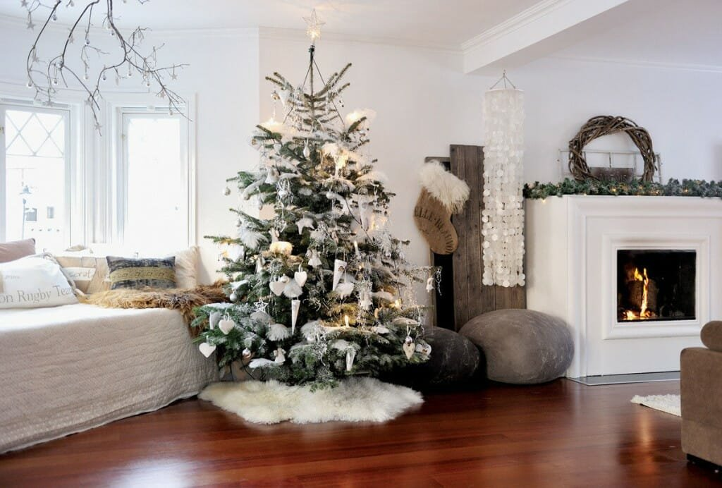 http://decordemon.blogspot.ro/2012/12/scandinavian-christmas-house.html