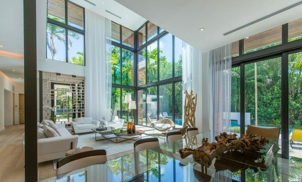 Sleek contemporary living room by Decorilla and top Miami interior designer, Taize M.