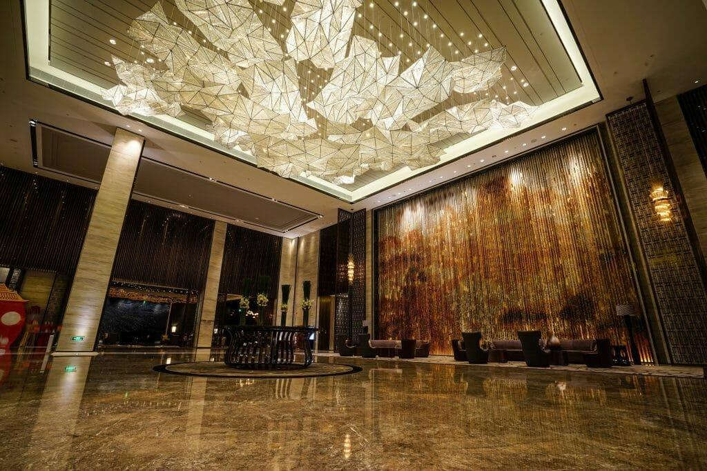 Online Interior Designer Spotlight Amelia Rozas- lobby ceiling