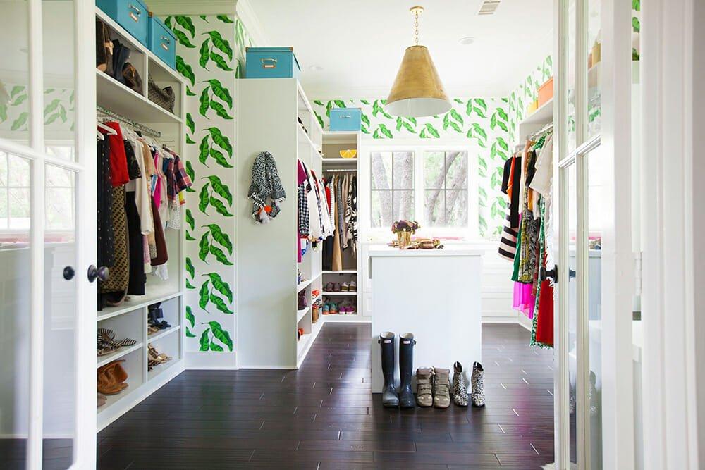 walk-in closet design wallpaper