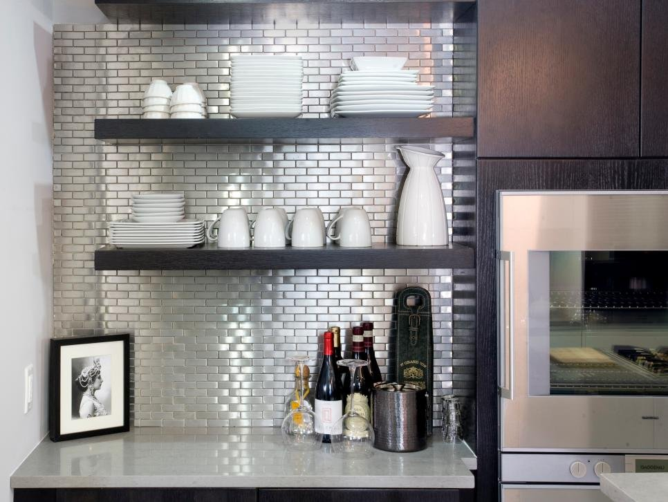 7_open shelving with shiny backwall