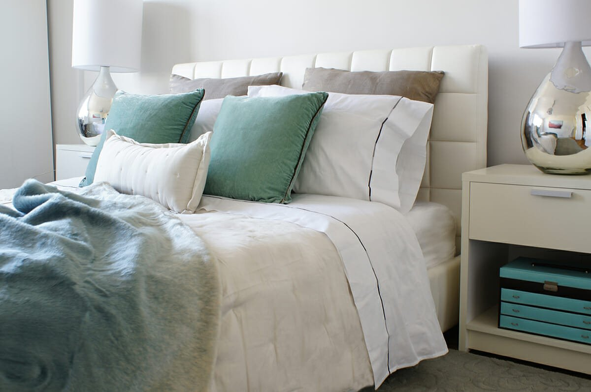 feng-shui-bedroom-layout-with-serene-chi