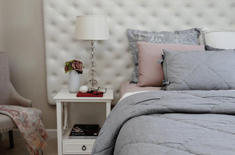_Bachelorette_pad_decor_bedroom_girly