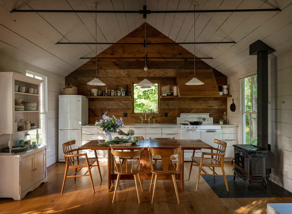 A-frame-log-cabin-interior-ideas-for-a-kitchen